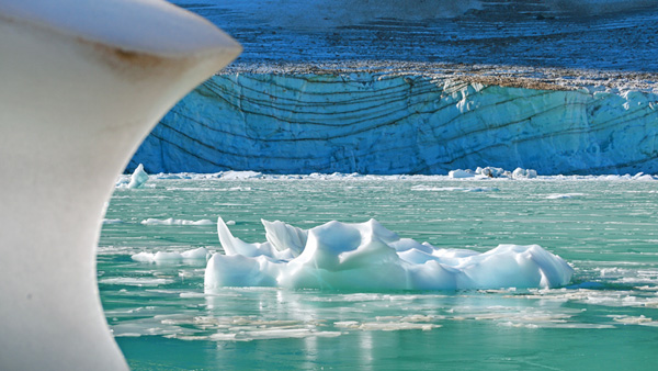 Angel Glacier Lake | Copyright © 2010 Alan Ernst