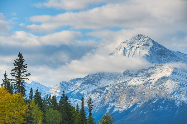Elliot Peak from the David Thompson Highway. Copyright © Kerry Leibowitz.